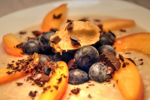 Ovesná s borůvkami a broskví
